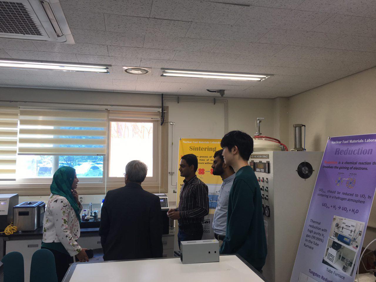 Lab tour (2).jpg